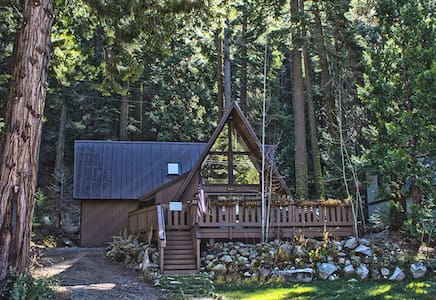 Cozy Cabin in the Strawberry Neighborhood, Hot Tub - Twin Bridges