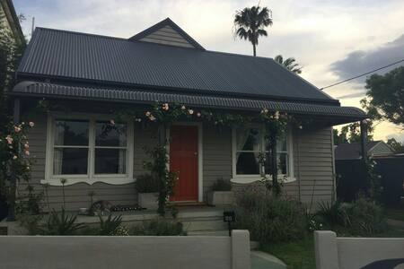 Lovely Renovated Miners Cottage - Carrington - Haus