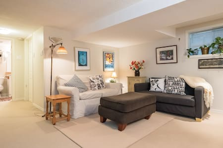 Earl Grey Gardens - Just Steps From The Subway! - Toronto - Apartment