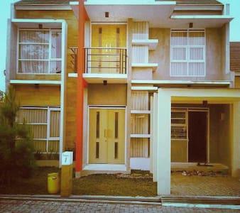 Rumah Asri, Udara Segar & Nyaman - House