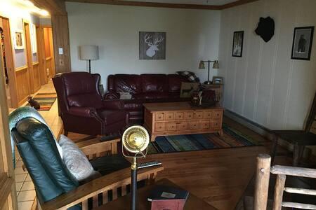 3BR/2BA Summit Condo - Apartment