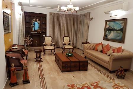 Comfy Room at Luxury Apartment behind Ambi Mall - Gurgaon - Lakás