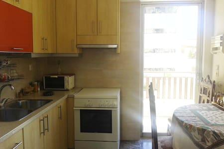 Sunny apartment 10' walk to centre - Apartment