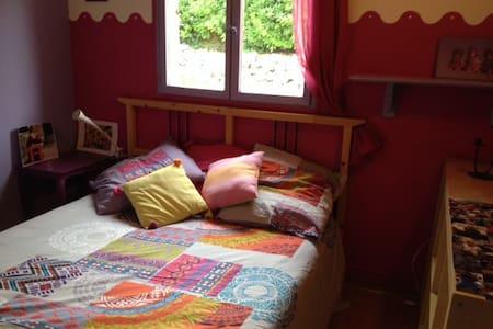 chambre privée+sdb + jardin - House