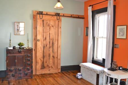 Catskills Farmhouse Meets Soho Loft - Ház