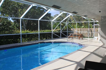 Family-Friendly Pool Home - Close to Everything!! - Huis