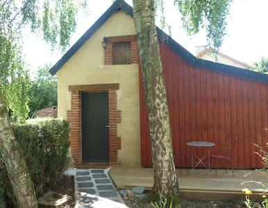 petit studio en pleine campagne - Huis