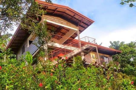 Casa Colibri, ojochal, Costa Rica