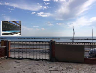 Beach House - Spiaggia Libera - Civitanova Marche