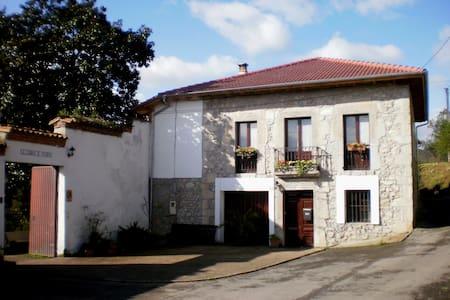 Casa rural  cerca de Oviedo - Oviedo (Priorio)