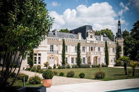 Elegant castle in Cognac France - Foussignac - Bed & Breakfast