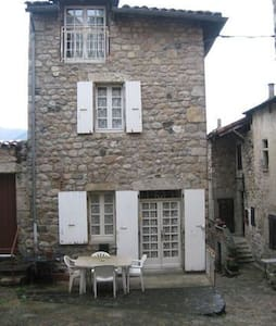 Maison au coeur du village. - Antraigues-sur-Volane - Casa