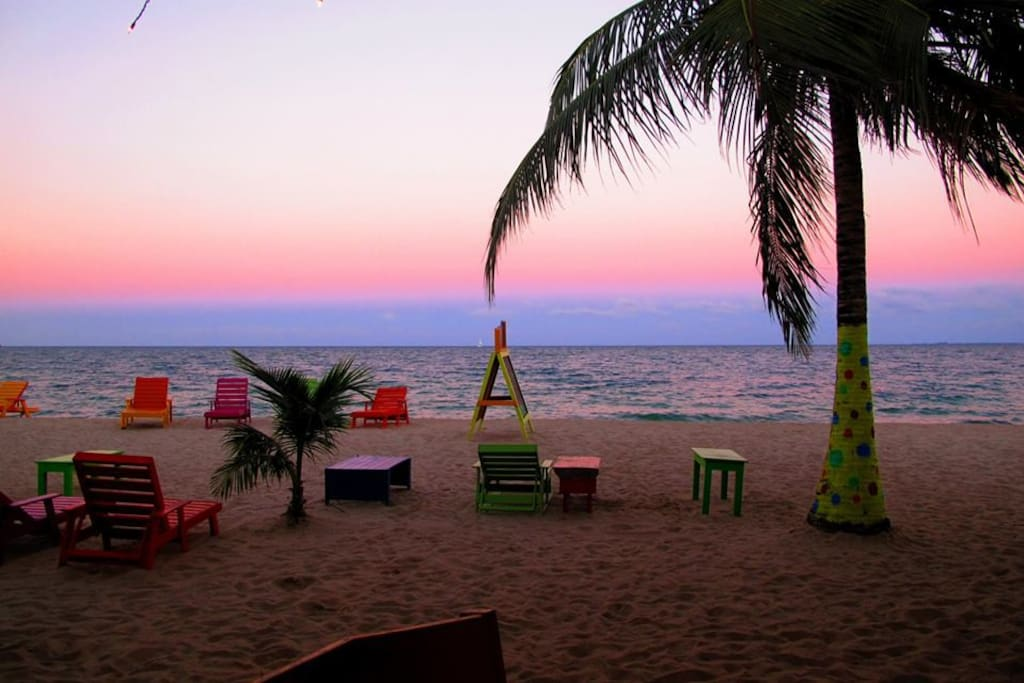 Typical beach bar in Placencia-all beaches are PUBLIC!