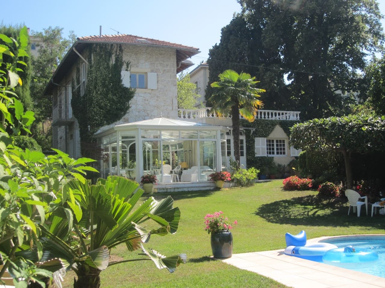 Nice villa,pool,garden downtown