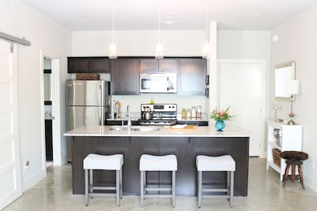 Brand New Modern Apt., Close to UA and Dickson - Fayetteville - Apartment