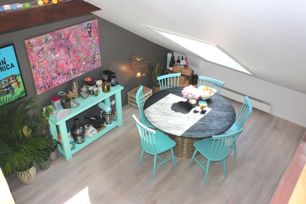 Open space kitchen and dining area, perfect for breakfast at home. Appliaces such as juicer and blender available for guest to use