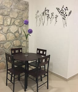 Charming 1 bedroom Studio furnished - Szoba reggelivel