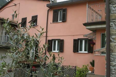 Ca' Rossi vicino alle 5 terre - Beverino - House