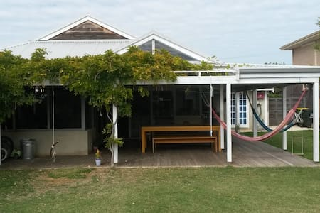 Family home, close to Fremantle, WA - White Gum Valley - House
