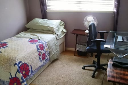 Comfy 1BR+garage, all supplies+bike - Newark - Haus