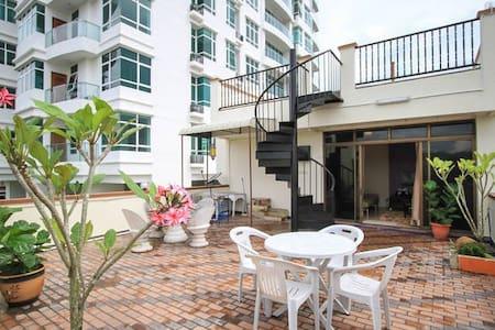 Rooftop Garden + Studio Apartment - Byt