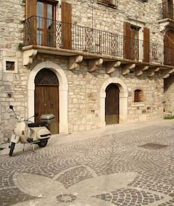 Domus Grampone - dolce dormire - Castelpagano - Bed & Breakfast