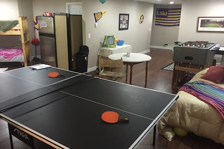 Huge GAMEROOM in Adorably-Cozy & Private Basement - Dallas - Entire Floor
