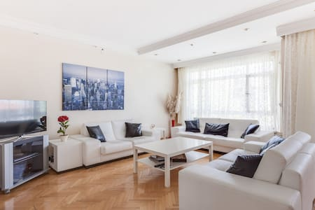 A Beautiful Flat in Great Location - House