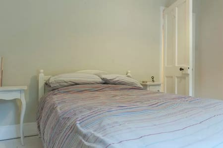 Double room for Wicklow hiking/golf - Kilmacanoge