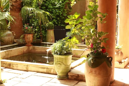 Chambre de charme & patio fleuri