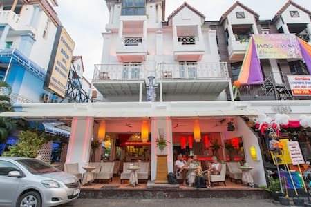 st king bed in party disctrict :) - Patong - Bed & Breakfast