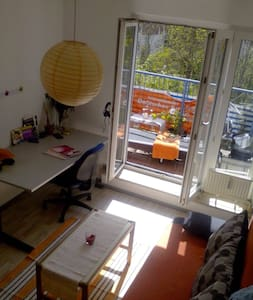 Sonniges Zimmer mit Balkon - Berlin - Apartment