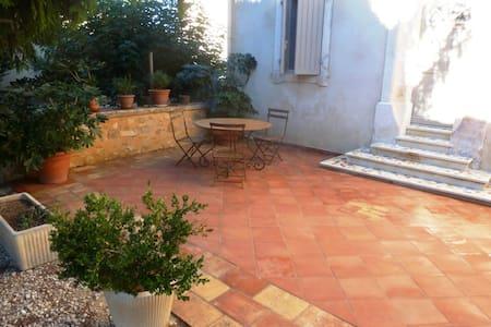 maison de village provençale - House