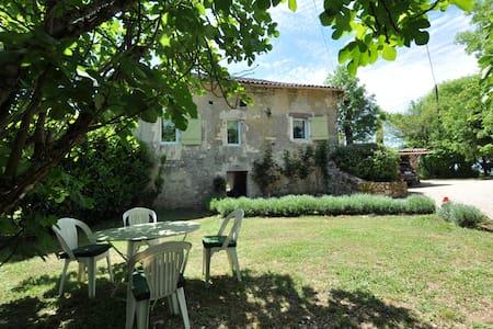 jolie maison de pierre en campagne - Casa
