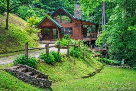 The Cabin Nestled in the Woods - Bryson City - Ξυλόσπιτο