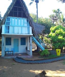 Sea view room down stairs with shared bath-kaveri - Periyamudaliyar Chavadi - Aamiaismajoitus