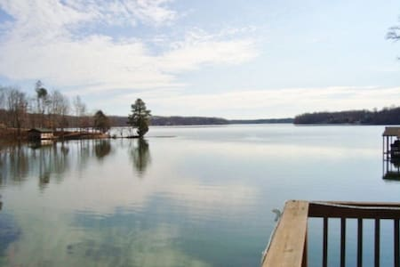 Lake Gaston Waterfront Log Cabin - Bracey - House