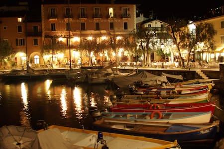 Lake Garda Elegant Apartment - Appartement