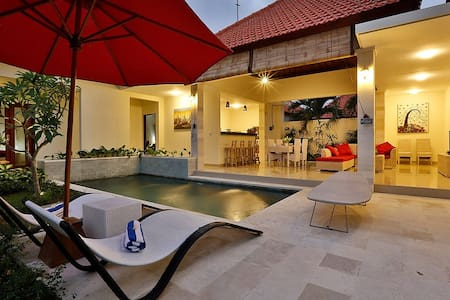 Private Room in Stunning Pool Villa - Canggu - Villa