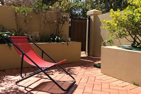 Sunny & Spacious Ground Floor Apt w/ Pool - Bondi Junction - Wohnung