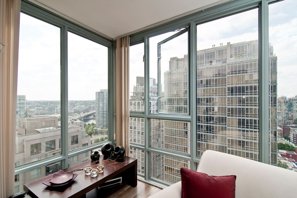 Tasteful 1 BR & Private Bath In DT
