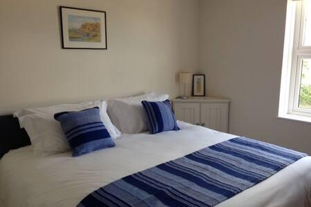Comfy Bedroom (double or twin) - Helhoughton
