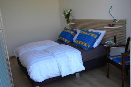 Kleinschalig, comfortabel, gastvrij - Szoba reggelivel