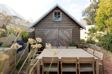 character 2 story home - Fremantle - Bed & Breakfast