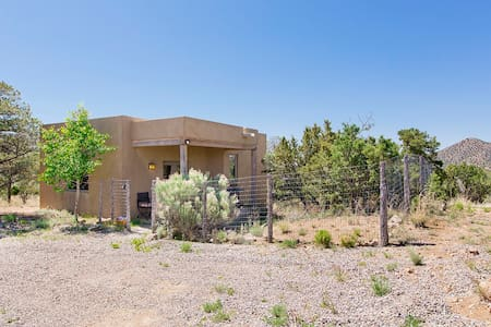 Private Santa Fe casita! Views, privacy, charming! - Rumah