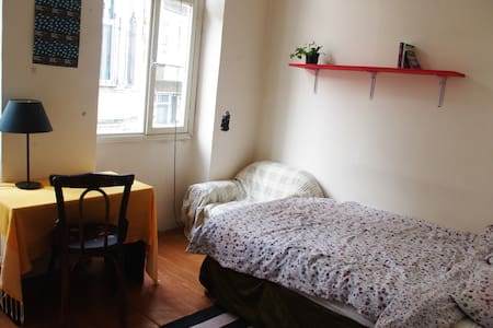 The flat is located in the city center, in Taksim, in a nice and typical street. He close to Istiklal (5 minutes walking) where are all the bars and cool place to party, and it's easy to reach Sultanahmet, the historic center by tram (15 minutes).