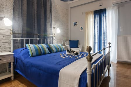 Blue room in Athens tourist area->