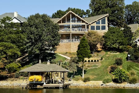 6800 sq ft Lakefront Estate - Ház