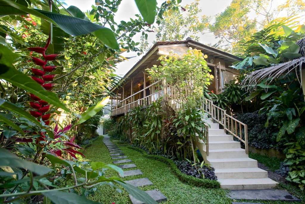Gladak ~ Romantic Jungle House