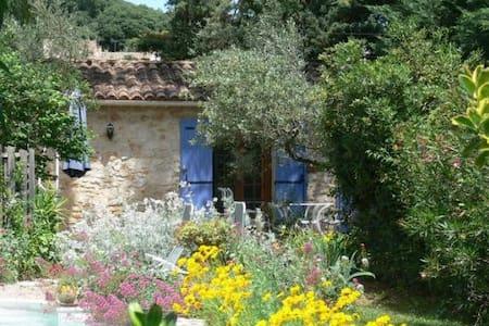 Le petit Mazet avec terrasse et piscine - La Capelle-et-Masmolène - House